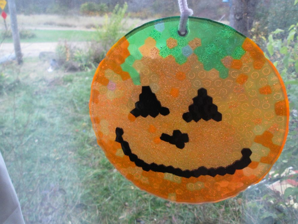 Halloween Crafts: Pumpkin Suncatcher